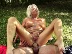 faketit-european-granny-assfucked-outdoors