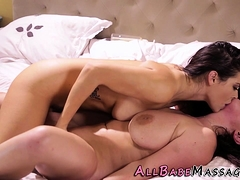 natural-milf-masseuse