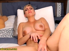 american-milf-loves-going-naughty-live