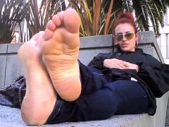 sexy-redhead-foot-fetish