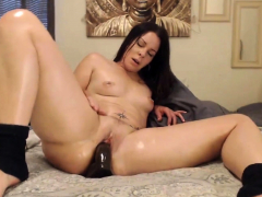 seductive brunette assondra sexton shakes her juicy ass