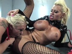 blonde-babes-want-to-please-one-another