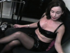 Pole sucking pleasures in hand of swingeing diva