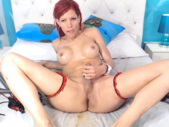 Shemale Jerking And Showing Her Ass On Cam