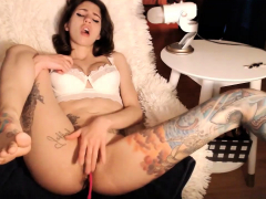 stunning tattoed slut bangs herself to a squirt