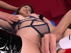 they-stick-toys-in-her-pussy-til-she-squirts-and-cum-on-her