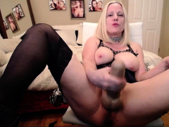 chubby-mature-in-stockings-fingers-and-toys