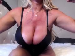 sexy-mature-blonde-shows-how-she-masturbate