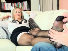 nylon-foot-full-load-masturbates