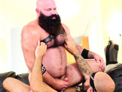 bearded-hunk-gets-cocksucked-before-anal-sex