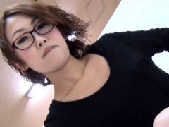 fetish-asian-babes-pee-into-glass-box