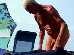 nudist-opa-am-strand-2