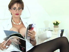 Unfaithful British Milf Lady Sonia Pops Out Her Massi63vgr