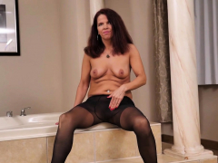 Canadian Milf Bianca Can't Resist Her Wanton Pussy