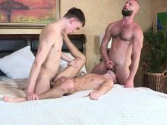 familydick-bareback-threesome-with-stepdad-and-stepsons