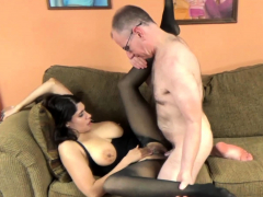 busty-milf-nicole-paris-gets-laid-in-her-torn-pantyhose