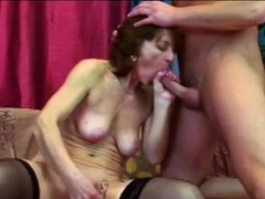 Desiring granny with hanging dry breast likes to put it hard