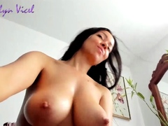 camgirl-has-georgeous-naturals-tits