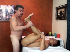daddy-and-asian-twink-argie-bareback