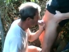 hiking-trail-blowjob