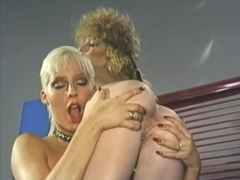 vintage-lesbians-lick-each-others-hairy-pussies