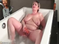 Nasty Fat Woman Gets Horny Rubbing Her Part3