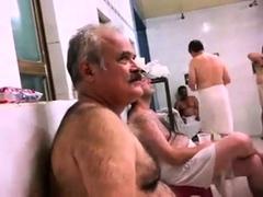 str8-spy-pakistani-daddy-in-public-bath