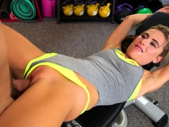 fitness-rooms-hot-blonde-lindsey-cruz-squirting-gym-sex