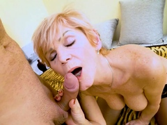mature4k-mature-flapper-greedily-sucks-and-makes-it